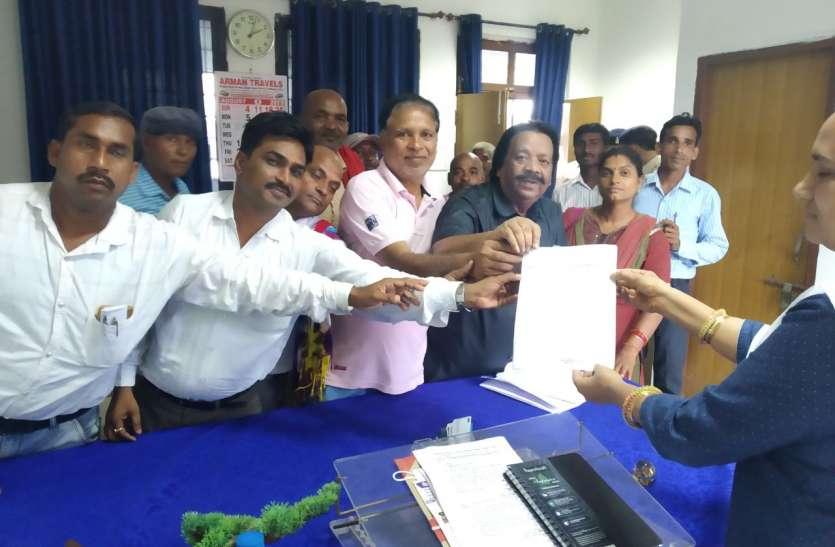 सैकड़ों असंगठित क्षेत्र के मजदूरों ने कलेक्टोरेट व सहायक श्रमायुक्त के दफ्तर पर प्रदर्शन किया