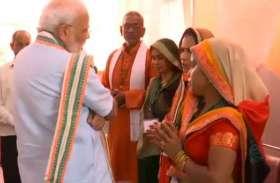 PM Modi LIVE: कचरा बीनने वाली महिलाओं से पीएम मोदी ने की बातचीत, पूछा कौन कौन है परिवार में