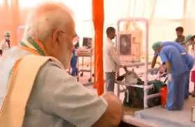 LIVE: प्रधानमंत्री नरेन्द्र मोदी पहुंचे मथुरा, देखी लाइव सर्जरी