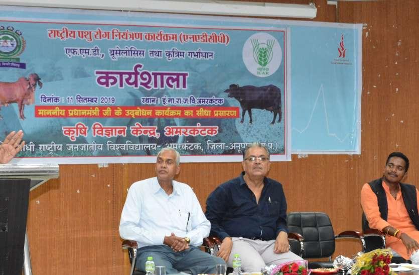 पशुओं के स्वास्थ्य के प्रति किसानों को जागरूक बनाने की आवश्यकता