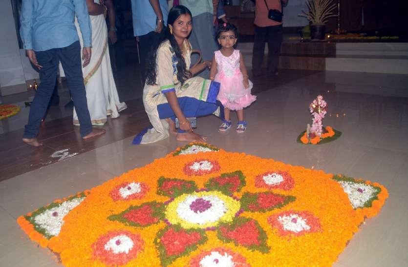 राजा महाबलि के स्वागत में बनाई फूलों की रंगोली
