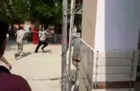 पुलिस कस्टडी से भागा मनचला, इसके बाद लोगों ने पकड़कर जो किया