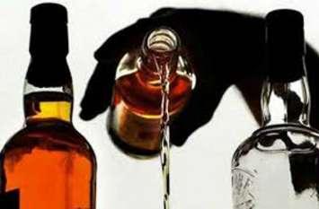 हाइवे की होटलों पर बिक रही अवैध शराब, पुलिस ने दबिश देकर शराब के साथ 10 आरोरियों को पकड़ा