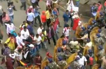 ममता सरकार के खिलाफ लेफ्ट का प्रदर्शन: पुलिस ने भांजी लाठियां, छोड़े आंसू गैस के गोले