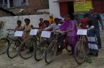 पोषण जागरूकता स्लोगन लेकर वीरांगना दल ने निकाली साइकिल रैली
