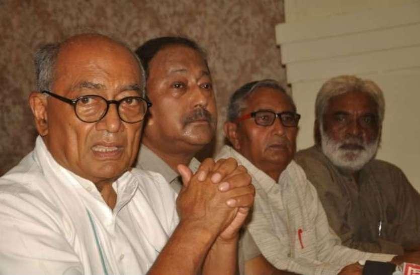प्रधानमंत्री जुमलाबाजी छोड़ें, देश की अर्थव्यवस्था को ठीक करें: दिग्विजय सिंह