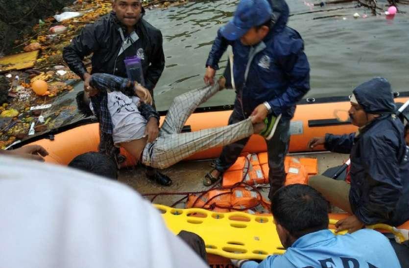 गणेश विसर्जन में हुआ बड़ा हादसा, नाव पलटने से 11 लोगों की मौत