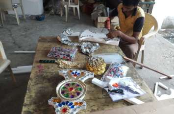 Durga Puja 2019: इस वर्ष यहां हीरे-मोती व सोने-चांदी से जडि़त होंगी मां की प्रतिमा, घुड़सवारों से सजा रथ होगा आकर्षण का केंद्र