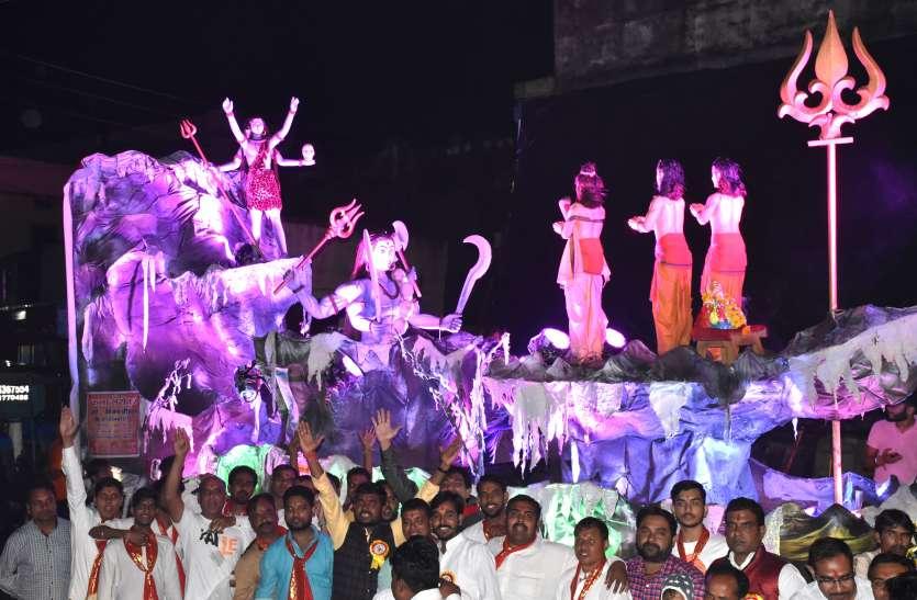 झिलमिलाती रोशनी से दमकी रात, नयनाभिराम झांकियों का निकला कारवां