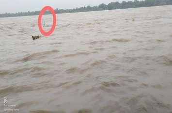 ऊपरी इलाकों में लगातार हो रही बारिश से बांधों का जल स्तर बढ़ा, देखें वीडियो
