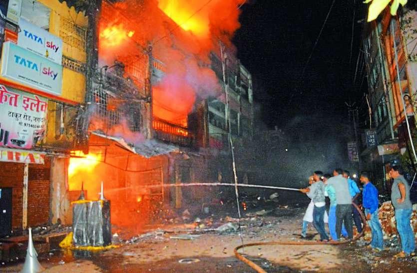 जिस पटाखा दुकान में लगी थी आग उसमें विस्फोटक अधिनियम का उल्लंघन कर इतनी मात्रा में रखे गए थे पटाखे
