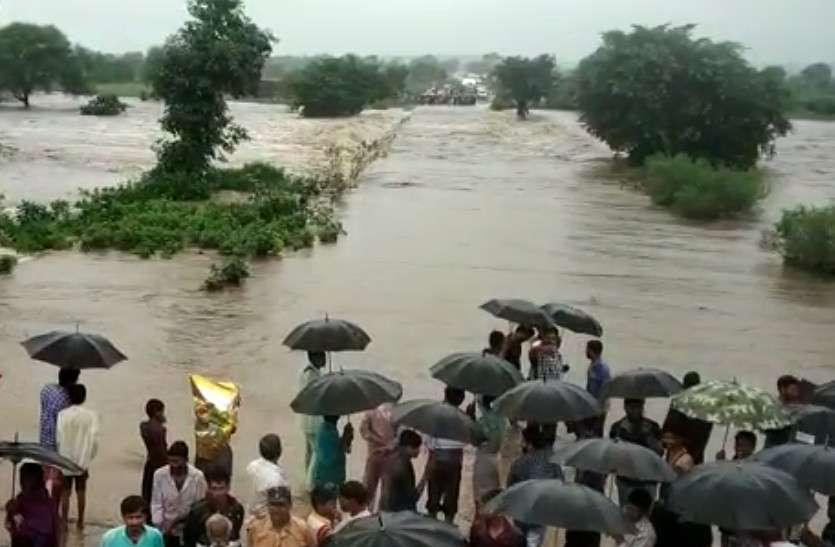 प्रतापगढ़ में मूसलाधार बारिश का दौर जारी, कई नदी-नाले उफान पर, कई मार्ग बंद