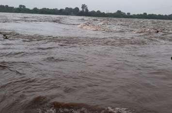 बांसवाड़ा में भारी बारिश के बाद हाई अलर्ट जारी, पुलिस और प्रशासन सतर्क, एसडीआरएफ की दो टीमें और बुलाई