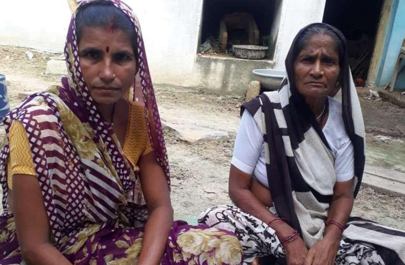 65 साल की सास और 45 की बहु ने सीखा कखग