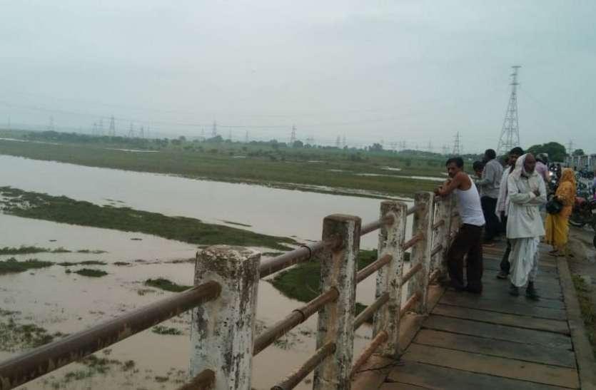 मूर्ति विसर्जन के दौरान मयार नदी में डूबे दो युवक, एक की मौत