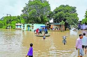 rain in district : यहां घरों में घुसा पानी, जनजीवन बेहाल