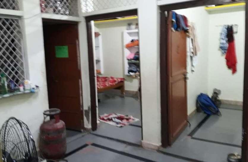 छत के सहारे घर में घुसे चोर,दो मकानों से उड़ाए 30 हजार रुपए