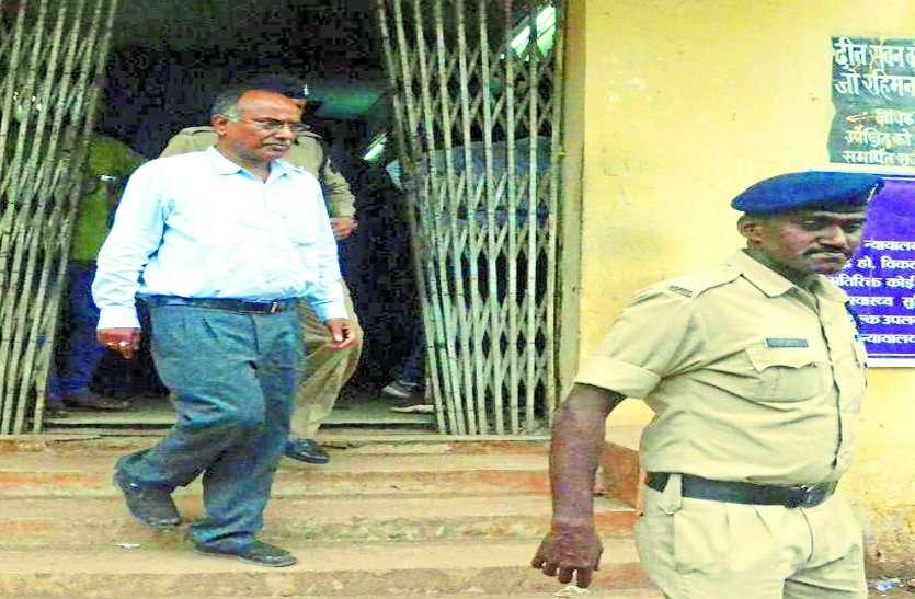 निलंबित IPS मुकेश गुप्ता को गलत तरीके से जमीन आवंटन करने वाला आरोपी सब-इंजीनियर को कोर्ट से मिली जमानत