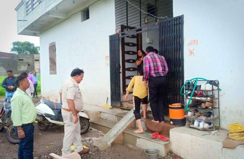 तीन घरों में चोरी, मकान मालिक जागे तो पथराव कर फरार हो गए बदमाश