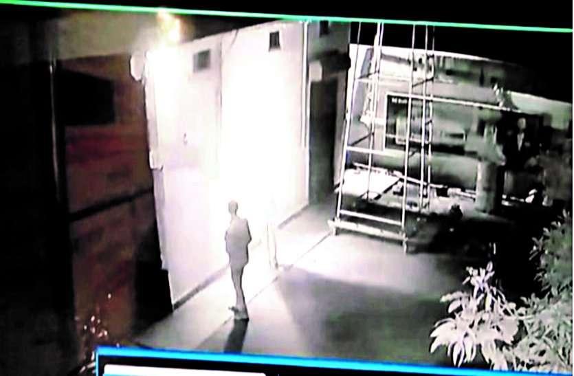 पेट्रोल पंप में आग लगाने का प्रयास, सीसीटीवी कैमरे में हुए कैद