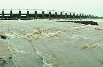 बीसलपुर बांध के गेट खोलकर बहाए पानी से करीब ढ़ाई साल तक पानी पी सकता था जयपुर