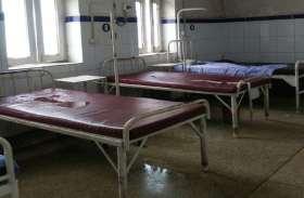 क्षतिग्रस्त भवन में चल रहा टीबी अस्पताल, छत से टपक रहा पानी