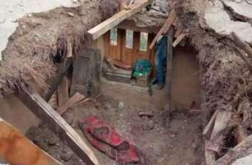 घर की दीवार गिरने से मलबे में दबे दो व्यक्ति, मौत