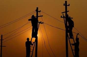 टीम पहुंची तो लोगों में मच गया हड़कम्प... मीटर से छेड़छाड़ कर चुरा रहे थे बिजली
