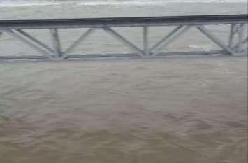 VIDEO दिल्ली मुंबई राजधानी ट्रैक पर दूसरे दिन भी पानी