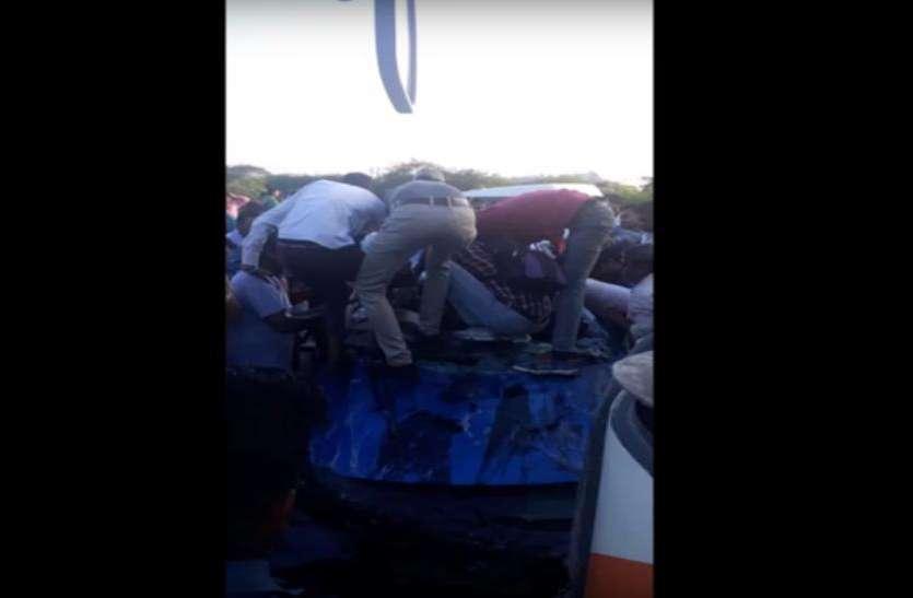 भीषण सड़क हादसे में कार के उड़े परखच्चे, एमटी के दो छात्रों की मौत, तीन की हालत गंभीर