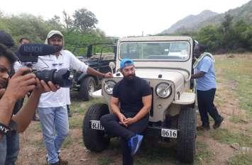 आमिर खान शनिवार को अचानक बाड़मेर के सिवाना पहुंचे...देखिये वीडियो