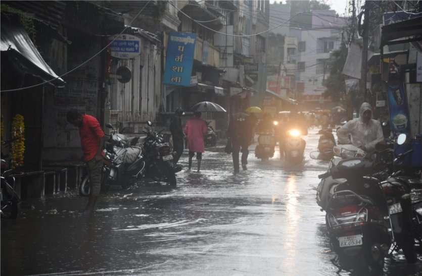 नहीं थमी बारिश, प्रशासन को करनी पड़ी ये घोषण