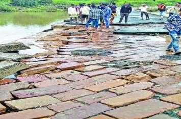 जिले की 300 किमी. सड़कों और 76 पुलियाओं को लील गई बारिश