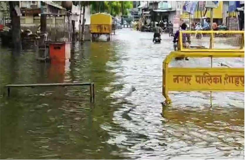 सीवरेज योजना खटाई में, बारिश का पानी घरों में घुसा, रेल यातायात प्रभावित