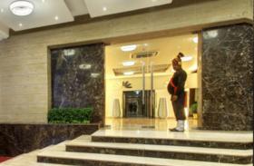 3800 वाले होटल के कमरे का किराया हुआ 63 हजार, ऑनलाइन सभी होटलों की बुकिंग बंद, नहीं बचे रूम