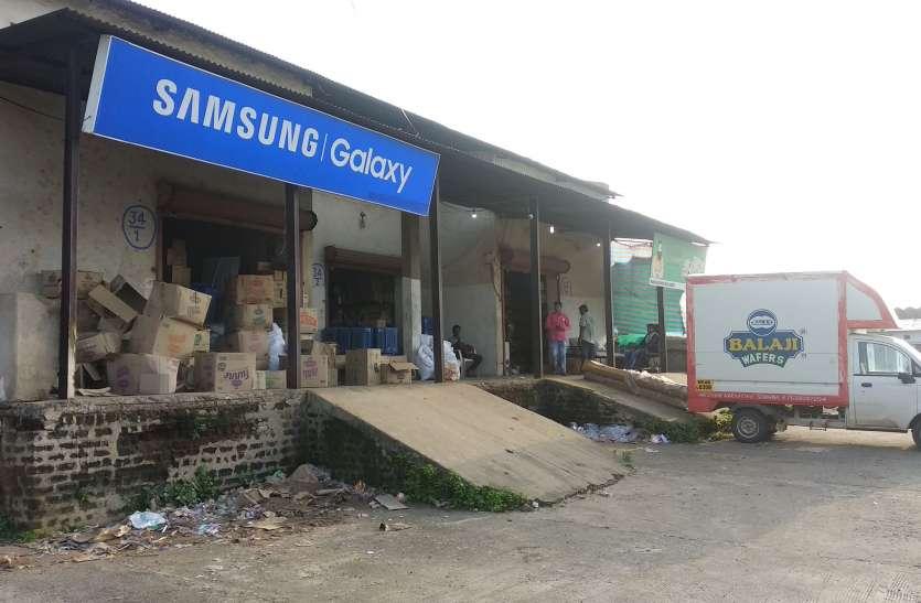 व्यापारियों को सात दिन में गोदाम और भूखंड खाली करने के थमाए नोटिस