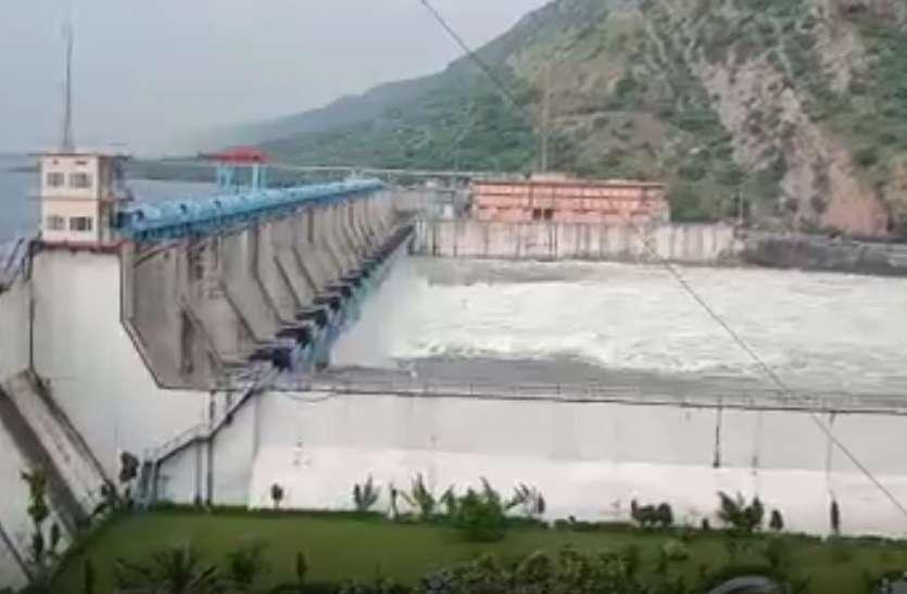 18 में से बीसलपुर बांध के 17 गेट खोले, उमड़ी पर्यटकों की भीड़