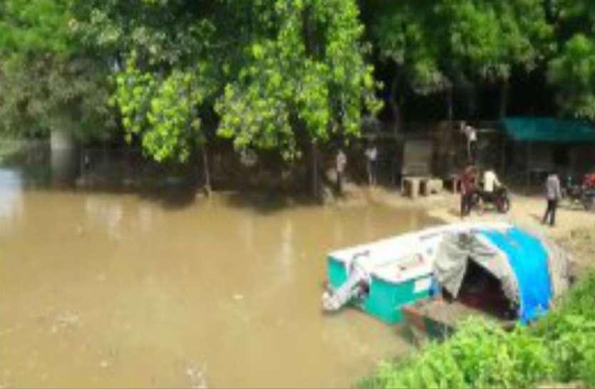 Flood Alert खतरे के निशान पर चंबल, एक दर्जन गांवों में पानी, भारी दहशत