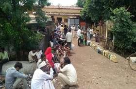 उपभोक्ताओं को 5 से 15 किमी दूर से लेने आना पड़ता है राशन, ग्रामीण परेशान
