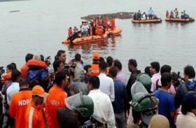 गोदावरी नदी में पर्यटकों से भरी नाव पलटी, 12 की मौत, 43 लापता