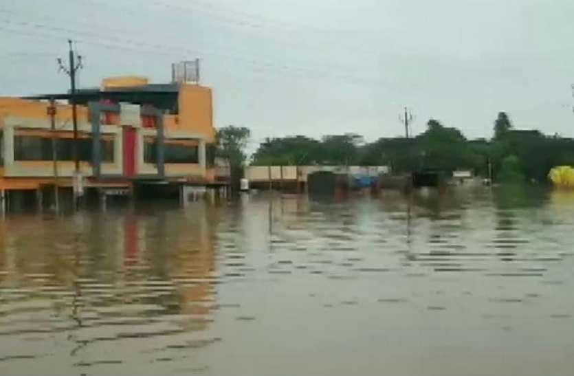 भोपाल में सुबह से छाया अंधेरा, उड़ानें प्रभावित, कई ट्रेनों मे बदले गए रूट, 500 गांव जलमग्न