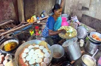 Rameshwaram: अग्नि तीर्थम की ये अम्मा गरीब लोगों को मुफ्त मेंखिलाती है इडली-सांभर