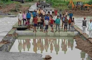 बारिश से बदहाली, बारिश में बही पुलियाएं, कटा गांवों का सम्पर्क