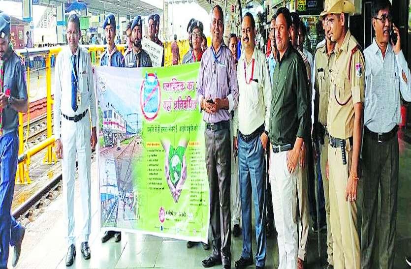 स्वच्छता सर्वे टीम ने किया सूरत स्टेशन का निरीक्षण