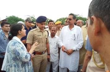 मंत्री विश्वेन्द्र सिंह पहुंचे धौलपुर, बाढ़ और जलभराव प्रभावित इलाकों का किया दौरा