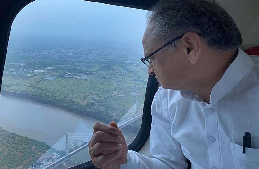 सीएम गहलोत ने किया बाढ़ प्रभावित क्षेत्रों का हवाई दौरा, बोले, 'किसी को घबराने की जरुरत नहीं'