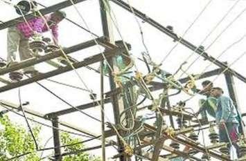 बिजली की चोरी रोकने के लिए खंभों पर लगाए मीटर