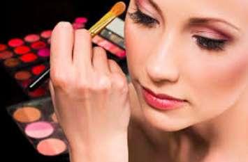#Beauty Tips: मानसून में ऐसे करें मेकअप, रहेंगी टेंशन फ्री