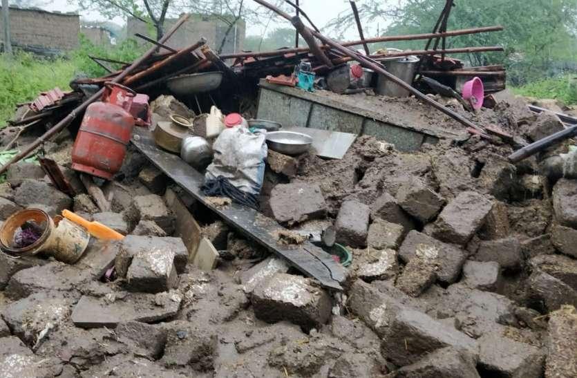 बाढ़ से गांवों में फैली तबाही, अधिकारियों ने झांका तक नहीं