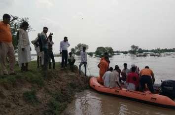 पानी में फंसे 40 से अधिक लोगों को बचाया